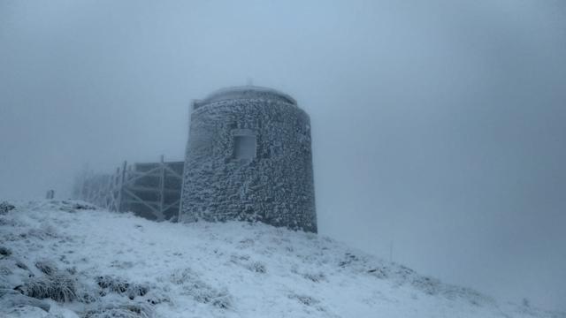 Погода в Карпатах: на горе Пип Иван выпал снег
