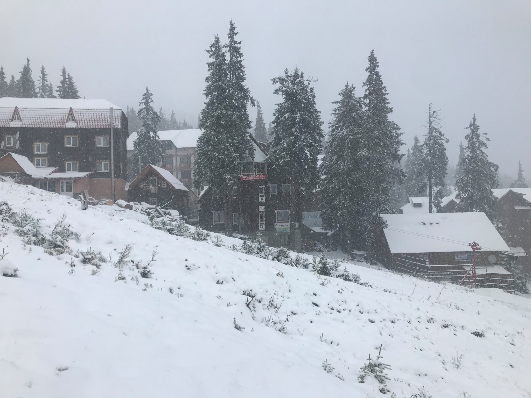 Драгобрат засипало снігом – ВІДЕО