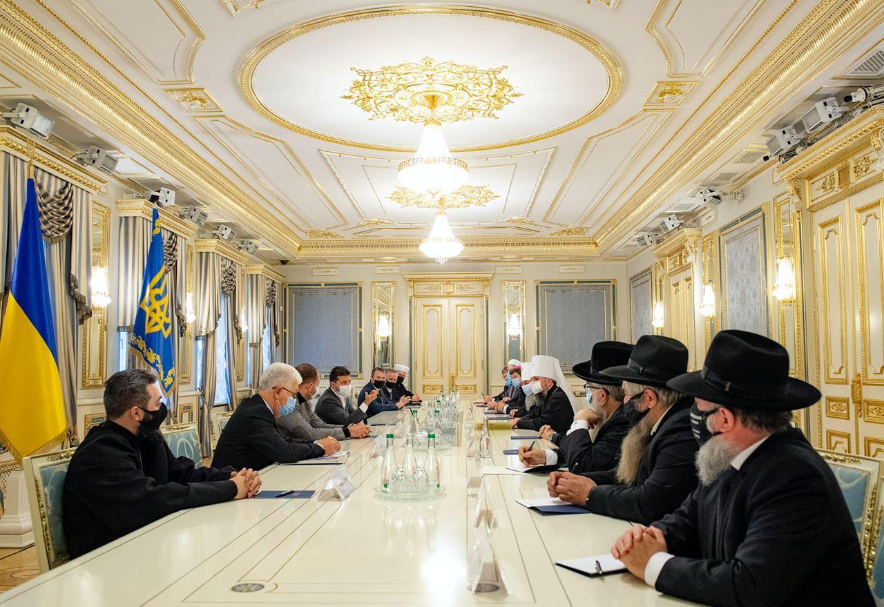 Зеленський запропонував залучити релігійні організації до ТКГ