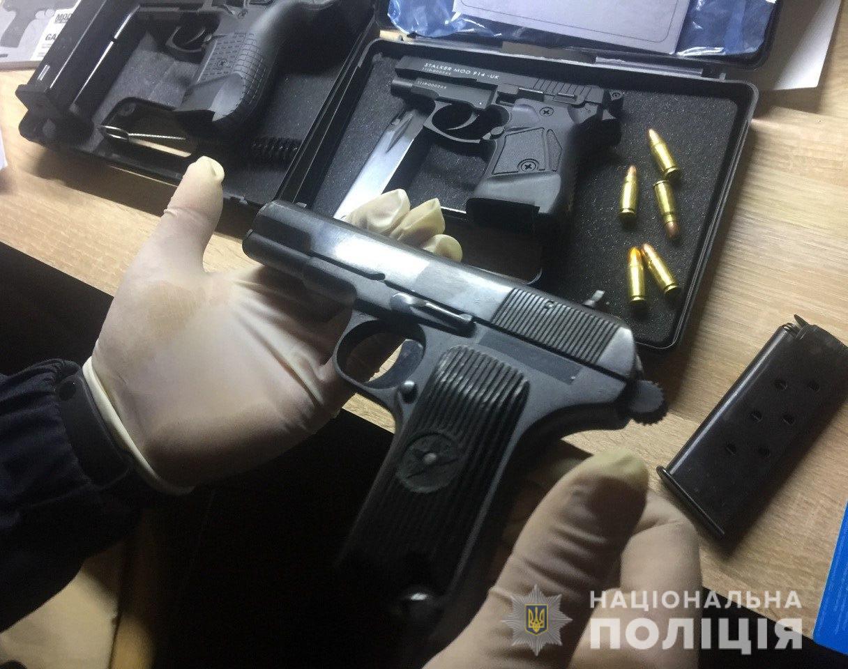 49 пістолетів та граната від РПГ – у Кривому Розі затримали торговців зброєю