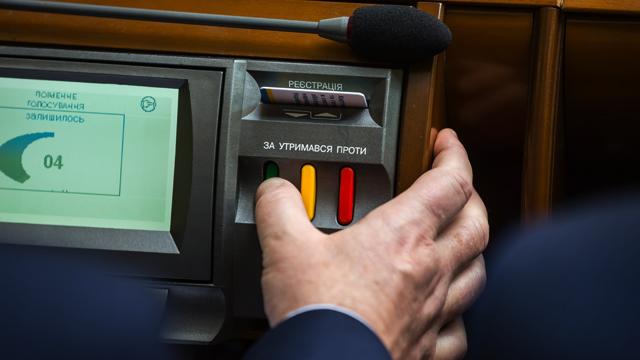 Влада проти КСУ: як вирішують конституційну кризу в Україні