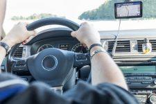 День автомобіліста – кращі привітання в картинках