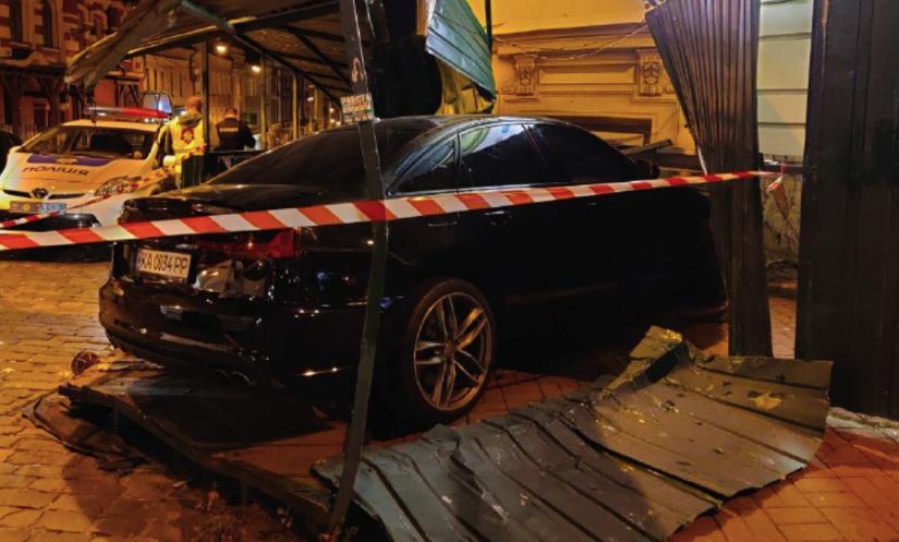 ДТП в Києві на Золотих воротах – фото і відео