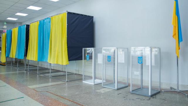 Низка порушень та відповіді на питання Зеленського. Як голосували у Києві