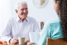 Як оформити догляд за літньою людиною в Україні