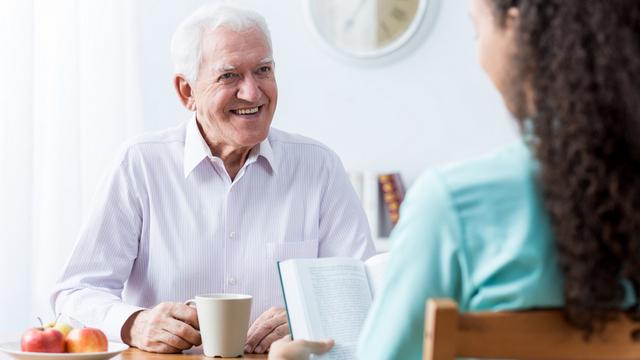 Как оформить уход за пожилым человеком в Украине