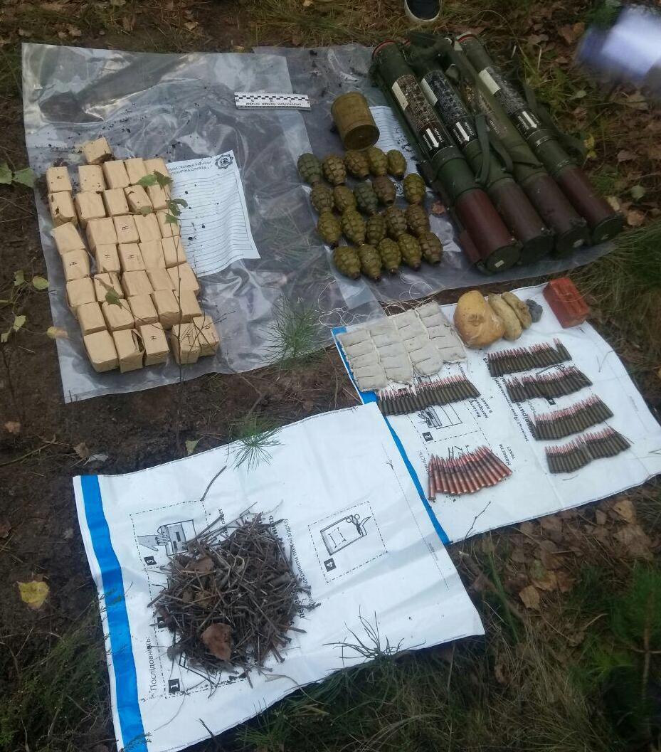 На кордоні з Білоруссю знайшли схрон зброї