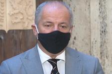 Главу Минздрава Чехии сняли в ресторане без маски, ему грозит отставка