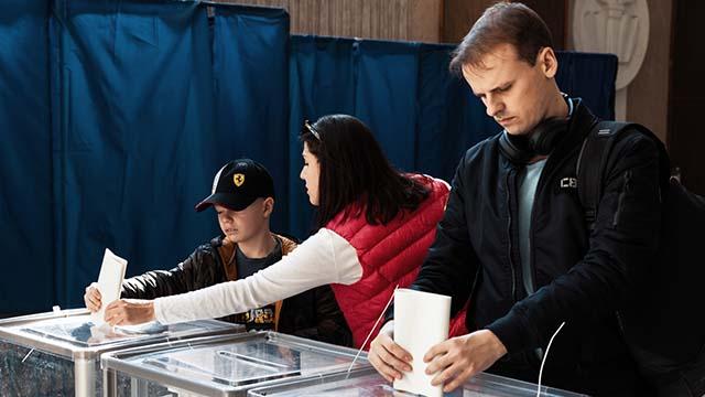 Провал Слуг и низкая явка: первые итоги местных выборов
