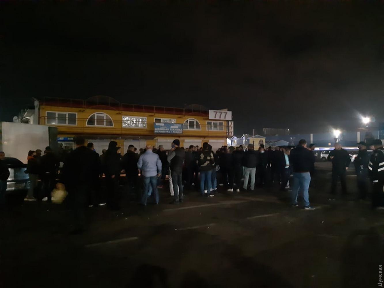 Зіткнення на Сьомому кілометрі: продавці заблокували СБУ