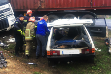 На Черкащині вантажівка розтрощила легковик: загиблого випилювали рятувальники