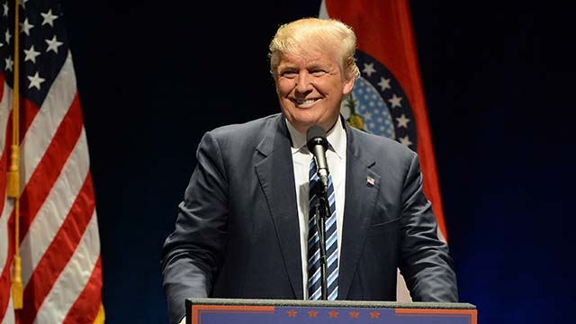 """Выборы в США: как Трамп и Байден ведут борьбу за """"колеблющиеся"""" штаты"""