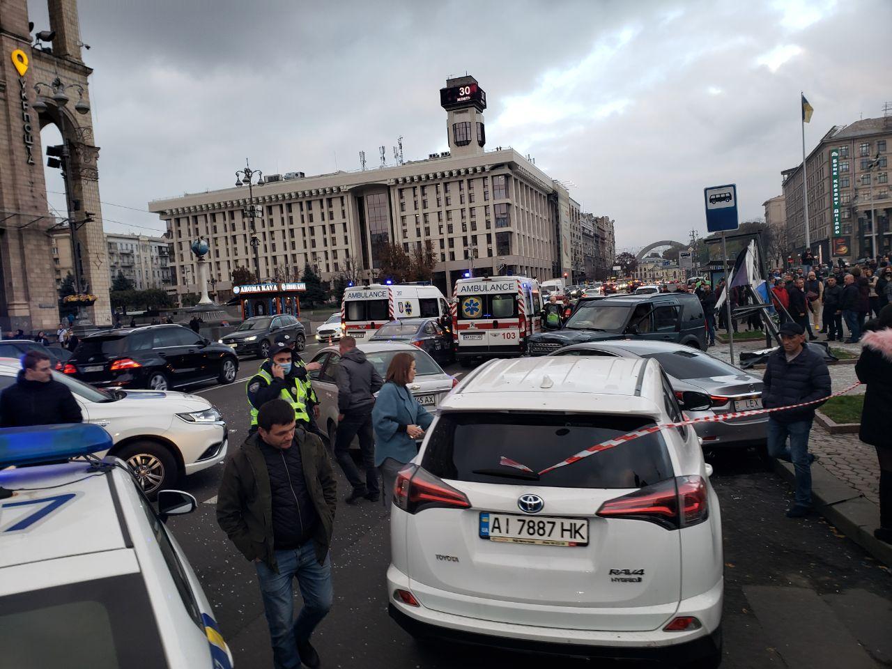 Давил людей и трощил авто — фото и видео смертельного ДТП на Майдане