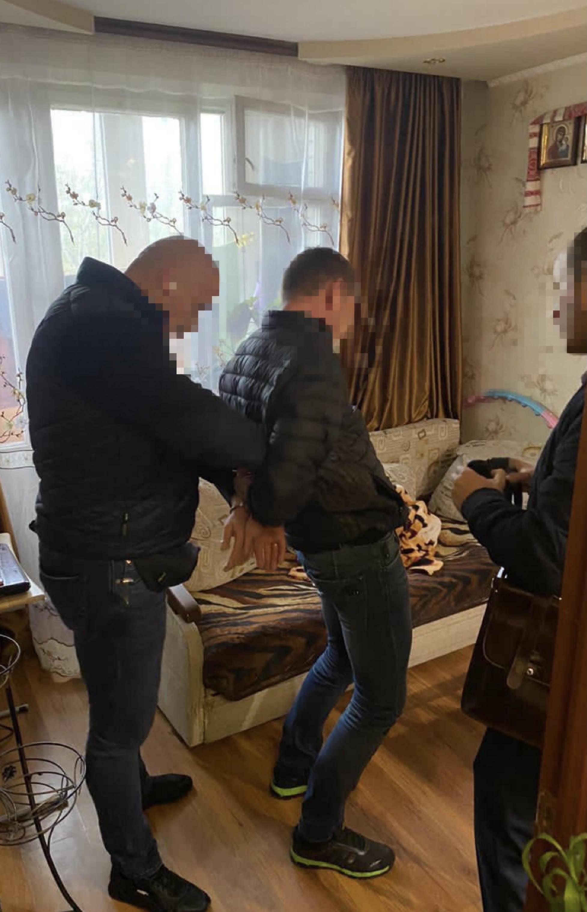 У Києві поліцейського затримали на збуті амфетаміну