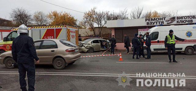 ДТП у Харкові – авто відкинуло на зупинку