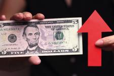 Прогноз курса доллара и стоит ли ожидать подорожания в магазинах и АЗС