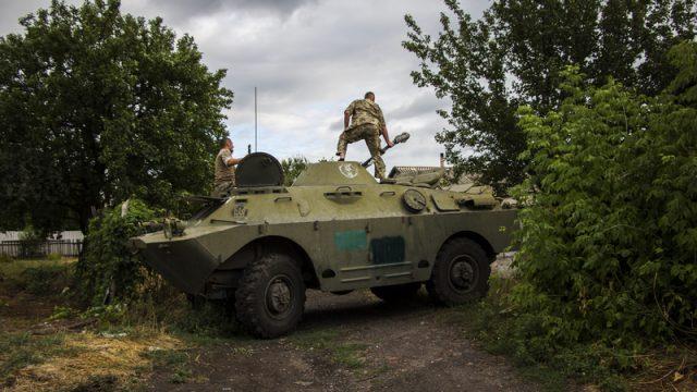 В зоне ООС боевики ранили двух украинских защитников