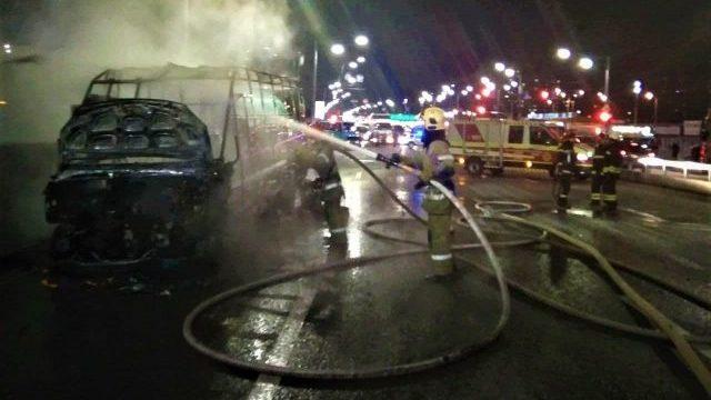 Остался только корпус: в Киеве полностью сгорела маршрутка