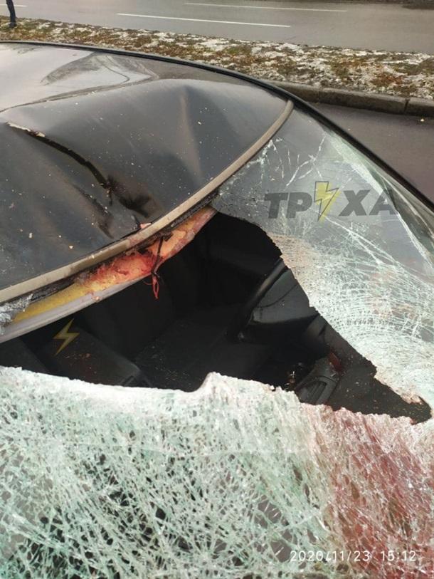 Від удару відірвало голову: в Харкові авто збило пішохода