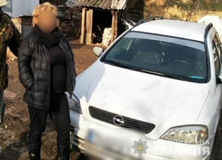 На Київщині чоловік прихистив жінку, а вона викрала його авто та телефон