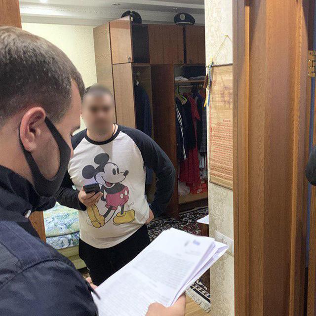 Хабарництво у Києві: поліцейські вимагали гроші та утримували чоловіка