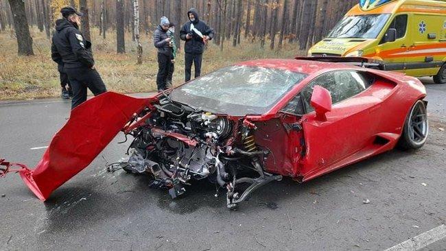 На 200 км/год у дерева: під Києвом розтрощили Lamborghini