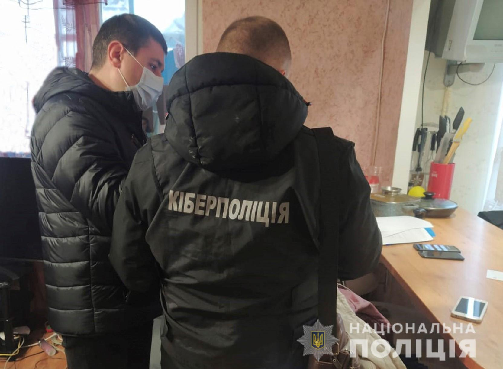 На Кіровоградщині дівчина продала фейкове взуття на 400 тис. грн