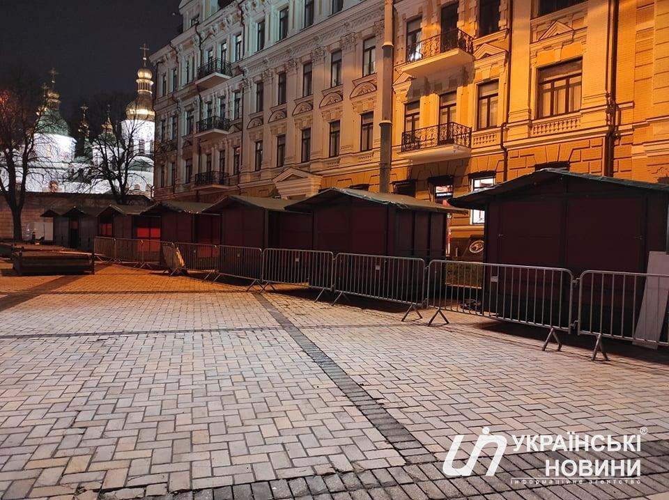 У Києві почали встановлювати головну ялинку країни