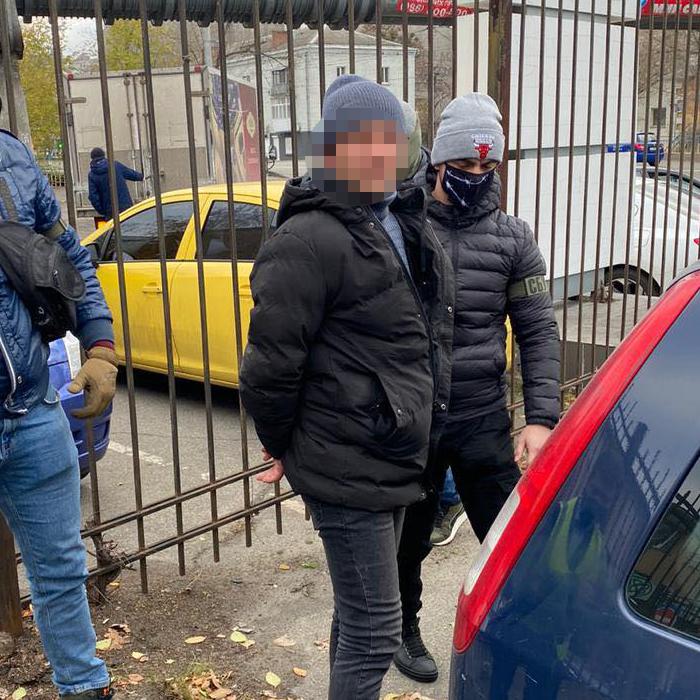 100 тис. за підключення електрики: на хабарі спіймали чергового посадовця Укрзалізниці