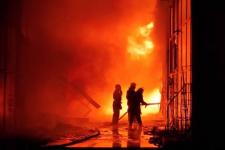 Масштабна пожежа у ТЦ Харкова: вогонь знищив 25 магазинів