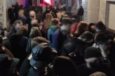 Заповнені клуби та відсутність масок: як дотримуються карантину у Києві