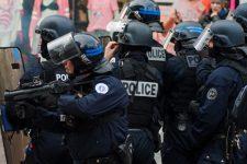 Вулиці у вогні, поліція застосувала газ: у Франції почалися протести