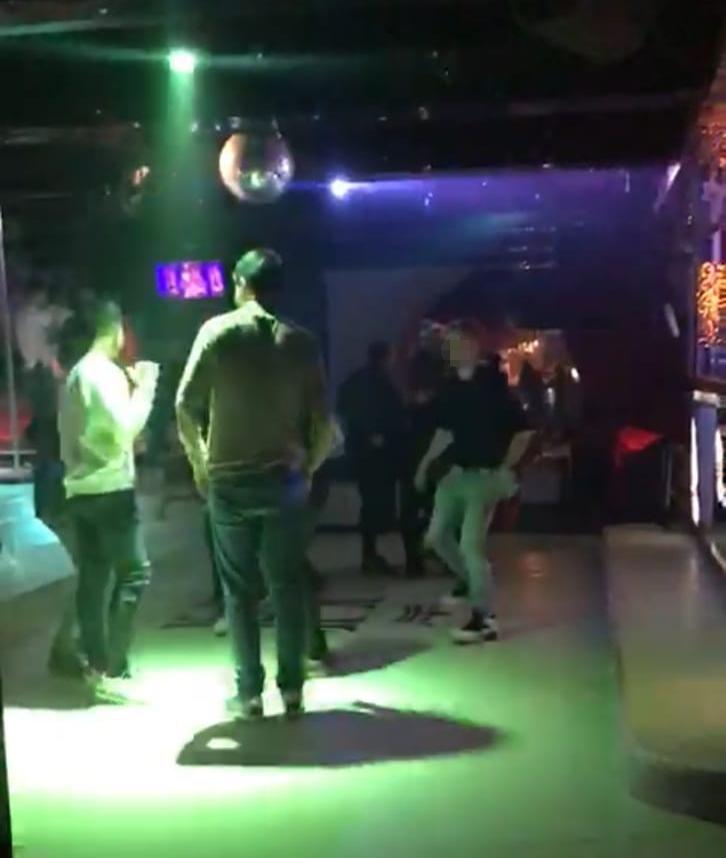 У Львові нічний клуб влаштували вечірку на сотню людей