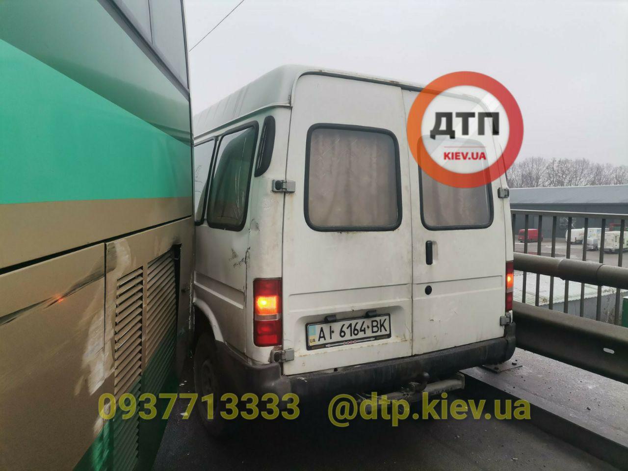 ДТП під Києвом: зіткнулися дев'ять автомобілів (ФОТО)