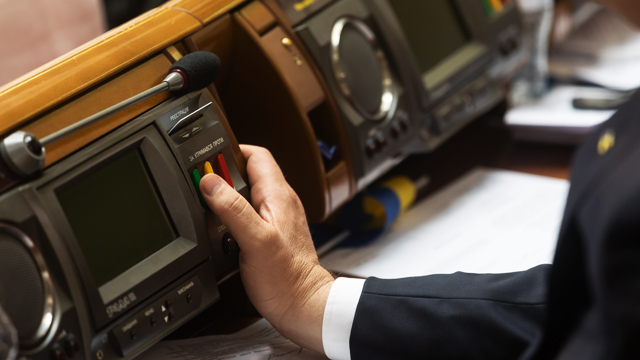 У Раді запрацює сенсорна кнопка, яка зробить неможливим кнопкодавство