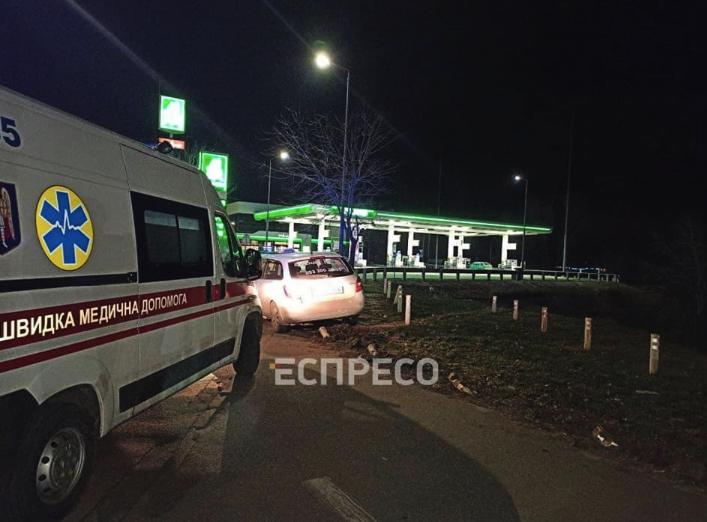У Києві таксис помер за кермом – авто вилетіло на тротуар