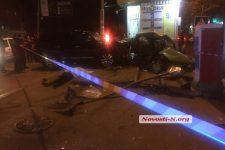 Кривава ДТП в Миколаєві: ВАЗ від удару влетів у зупинку