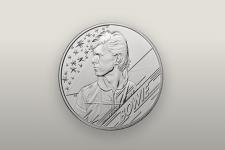 Ось це космічна дивина! Монету на честь Девіда Боуї відправили на орбіту