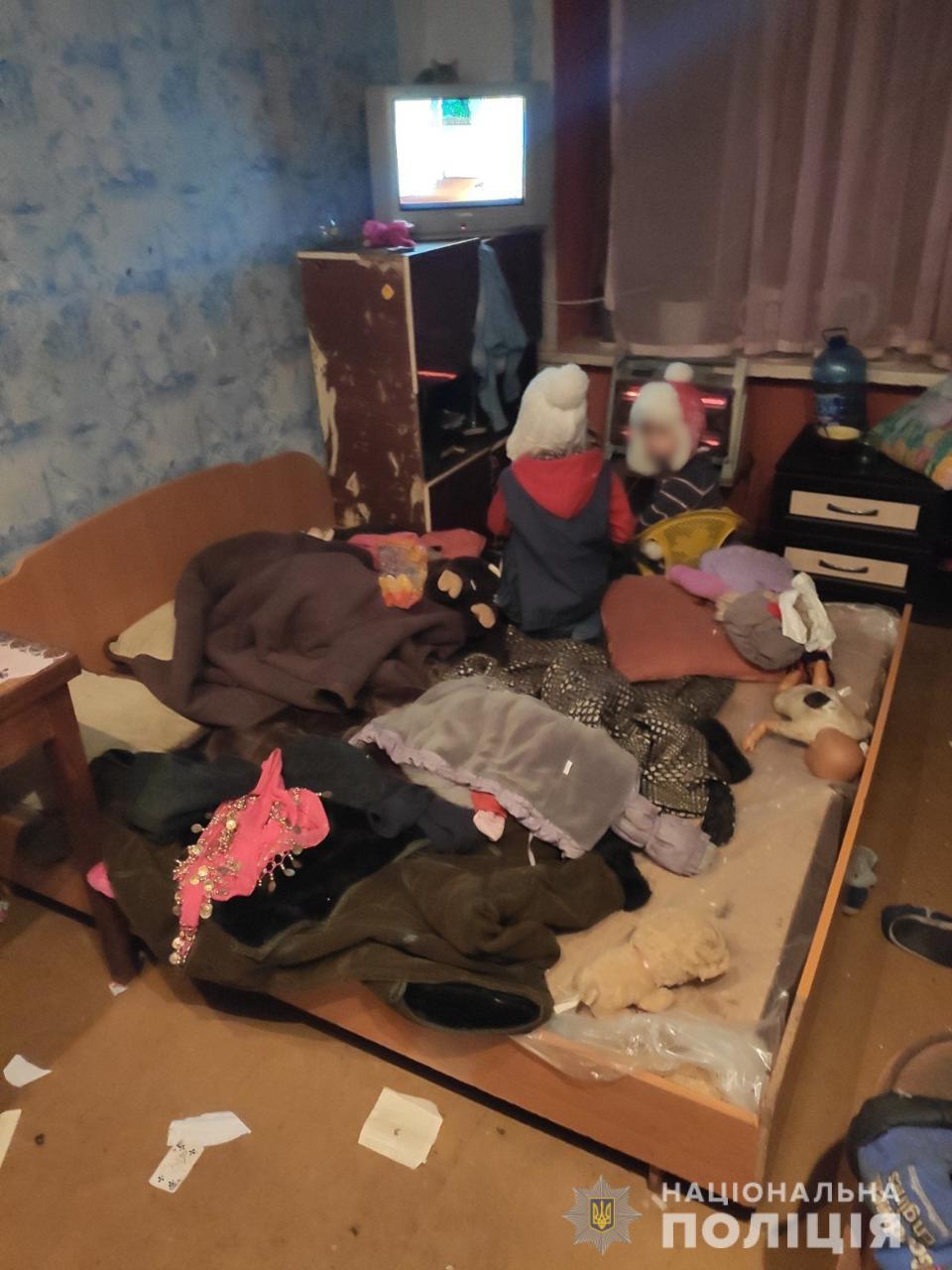 Мати пиячила у сусідів: на Харківщині у жінки забрали голодних та хворих дітей