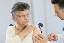 Папули та температура: Ляшко назвав побічні ефекти вакцини проти Covid-19