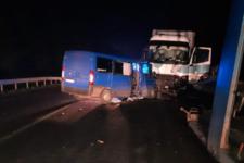 ДТП на Львівщині: мікроавтобус збив на смерть пішохода і протаранив фуру