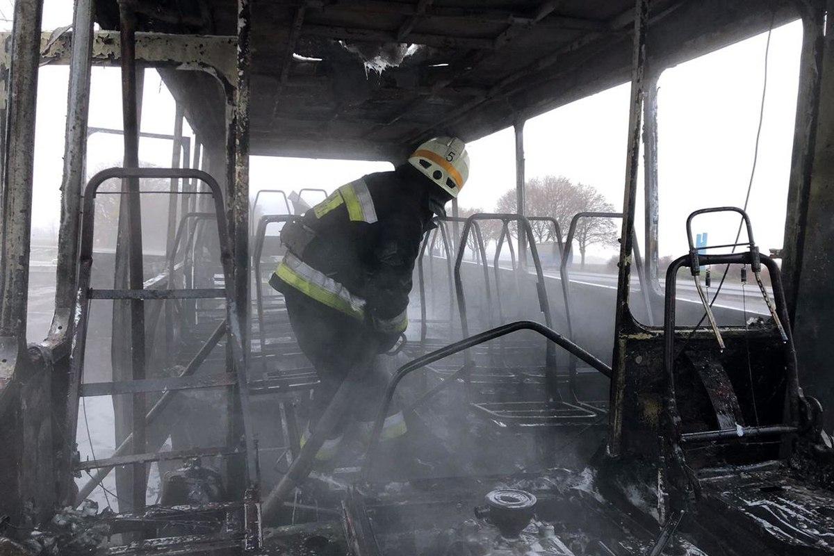 На Дніпропетровщині під час руху загорілася маршрутка з пасажирами