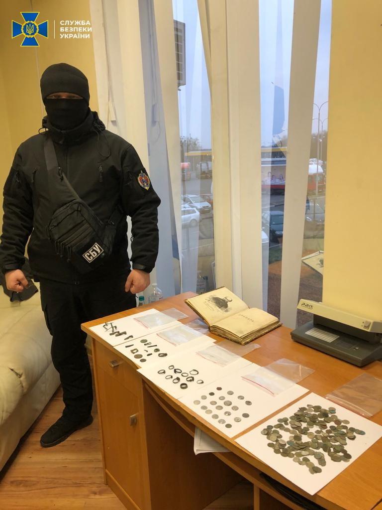 З України намагались вивезти раритетне видання Кобзаря Шевченка