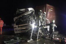 Смертельна ДТП на трасі Київ-Одеса: зіткнулись дві вантажівки, є загиблі