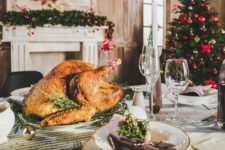 Доставка їжі на Новий рік 2021: де можна замовити святковий стіл в Києві і ціни