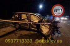 Під Києвом зіткнулися Honda і Volvo: загиблі вилетіли з машини