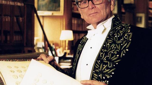 Створив дизайн для NASA та вдягав Плісецьку – біографія П'єра Кардена