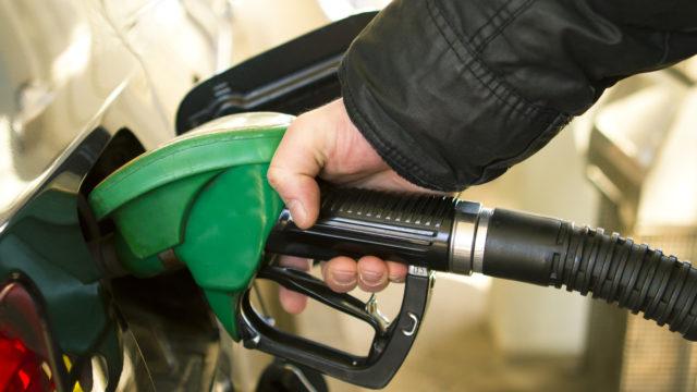 Чому в Україні зростає ціна на бензин і чого чекати надалі