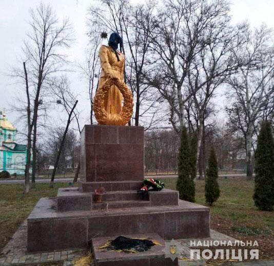 На Полтавщині школярі вчинили наругу над пам'ятником загиблим у Другій світовій війні