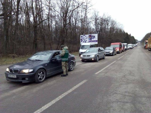 Перетин кордону – українці виїжджають до ЄС після свят